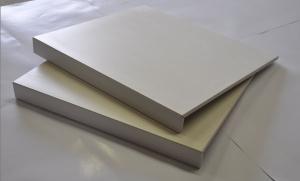 Lepljen stopniščni element z enojnim robom (previs)